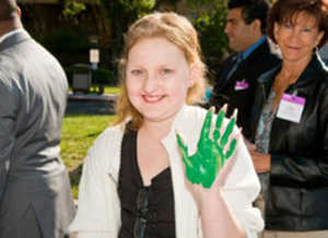 kayla-with-green-hands-ucsf-benioff-childrens-hospital-oakland